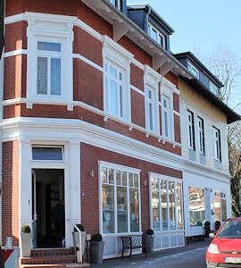 Hamburg Lokstedt - Nachbar der KFZ-Werkstatt Haake